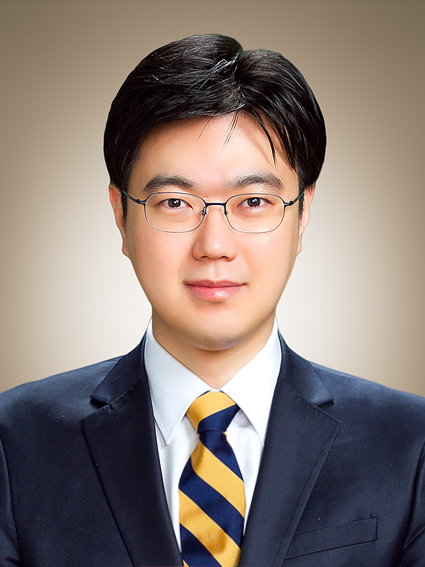 Prof. J Lee MD